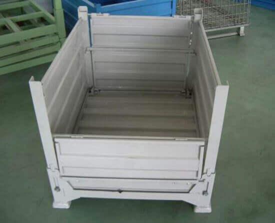 金属料箱111